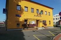 Česká spořitelna sídlila ve Ždírci nad Doubravou přímo v budově obecního úřadu. Už je to minulost. Ilustrační foto