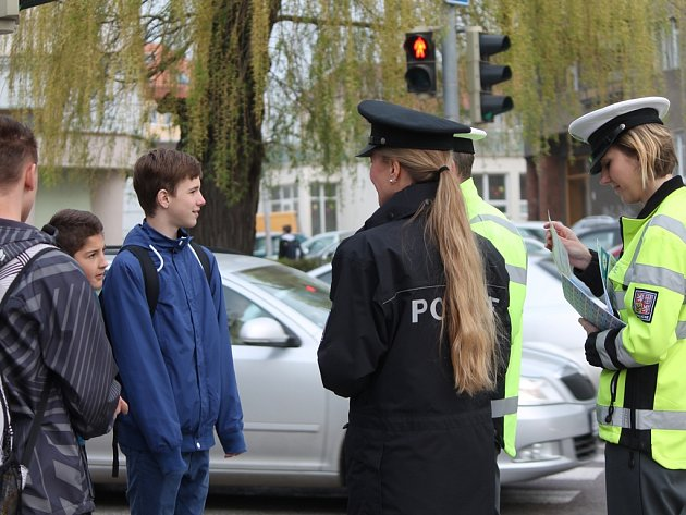 V pondělí začíná školní rok a děti by měly vědět, jak se mají chovat v blízkosti silnice a na přechodu pro chodce.