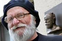 Na náměstí v Krucemburku na Havlíčkobrodsku odhalili bustu malíře Jana Zrzavého. Před 120 lety se sice narodil v nedaleké Okrouhlici, ale za své pravé rodiště pokládal Krucemburk.