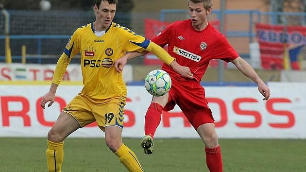 Svůj ligový gól vsítil v dresu FC Vysočina útočník Arnold Šimonek (ve žlutém). Jeho hlavičkový zásah podtrhl výhru Jihlavy nad Brnem a pomohl týmu k zisku dalších tří ligových bodů.