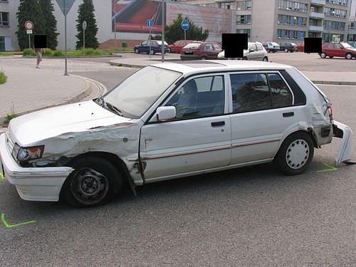 Nehoda vozu Nissan ve Vrchlického ulici v Jihlavě.