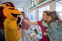 Hráči A týmu Dukly Jihlava se složili na vánoční dárek pro dětskou JIP Nemocnice Jihlava.