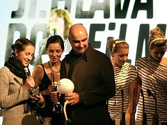 Třináctý ročník Mezinárodního festivalu dokumentárních filmů Jihlava zná své vítěze. Během včerejšího slavnostního ukončení bylo oceněno hned šest snímků.