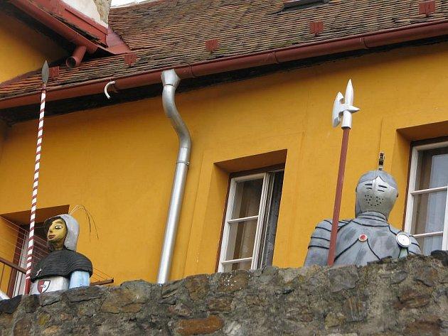 Středověkou slávu Jihlavy se dřevěnými strážci snaží připomenout tesař–památkář Karel Klouda