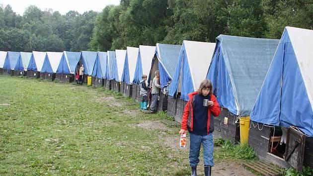 Život na táboře se nakonec vrátil do normálních kolejí.