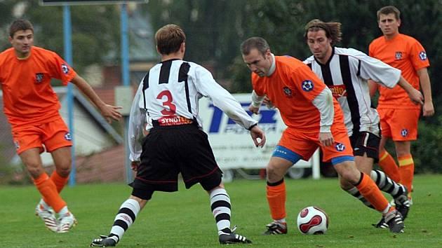 Polná (u míče Petr Tomas) chce proti Borovině uspět a zapomenout na remízu s Pelhřimovem.