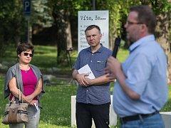 Komentovaná prohlídka výstavy Stovka, kterou prováděl historik Michal Stehlík.