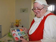 Aktivní a kreativní důchodkyně Jiřina Boková Z Jeseníku nad Odrou objíždí jarmarky po celé republice. Čtrnáctým rokem je v důchodu a od té doby věnuje veškerý svůj čas koníčkům.