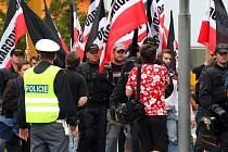Neonacisté pochodovali naposledy Jihlavou před dvěma lety. Les vlajek může být letos problém. Policie je může zakázat.