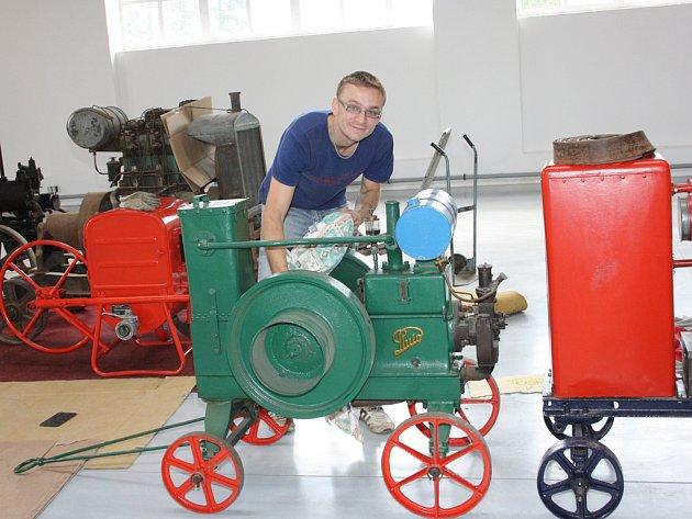 Minulý týden začalo stěhování exponátů do muzea techniky. Otevírat se bude v sobotu 11. srpna.