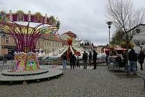 V Třešti slavili o víkendu svatomartinskou pouť. I přes nízké teploty se atrakce točily.