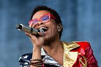 Energie na jevišti. V sobotu zavítá do klubu Soul kapela Monkey Business se zpěvačkou Tonyou Graves.