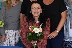 Charita. Muzikálová zpěvačka pomohla svým zpěvem v soutěži Bárce.