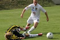 V přípravném zápase porazili jihlavští fotbalistvé (v bílém) třetiligovou Bystrc s přehledem 3:0.