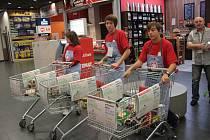 Potravinová sbírka proběhla minulý rok v jihlavském Intersparu.