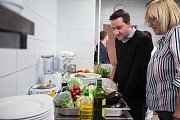Francouzský šéfkuchař Philippe Mille, držitel dvou michelinských hvězd učil vařit studenty gastronomie na Vysočině.