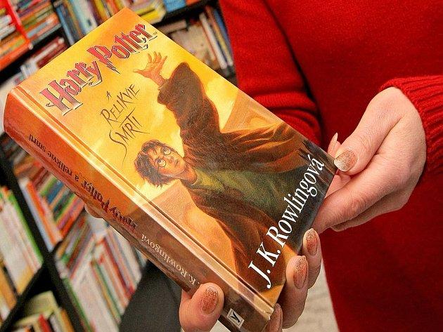 Knihy o Harry Potterovi jsou na odbyt. To je motivem pokusů o plagiáty.
