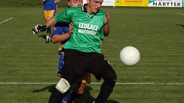 Fotbalisté Rapotic (vpředu) sice ve vzájemném duelu v Měříně prohráli, ale po podzimu přezimují na čele tabulky.