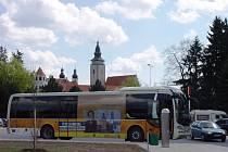 Do Telče přijíždějí z Rakouska linkové autobusy. Jde o kyvadlovou dopravu.