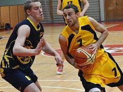Jihlavský Miroslav Krajcigr (s míčem) zaznamenal 24 bodů, a i díky němu BC Vysočina porazilo GBA.