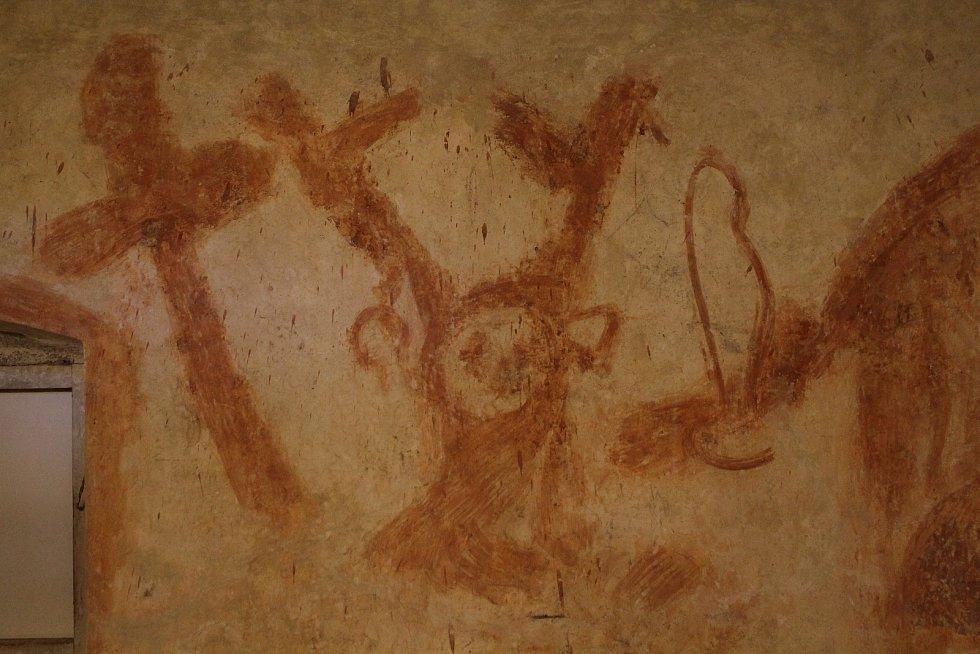 Vbývalé renesanční sýpce vBrtnici se během restaurátorských prací podařilo odkrýt unikátní graffiti, které tam zřejmě zanechali vojáci.