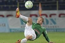 Humpolecký odchovanec a bývalý hráč Vysočiny Jan Kopic zrovna vysílá nechytatelný projektil směrem na jihlavskou branku. Právě tento moment rozhodl o první domácí porážce Vysočiny v pátečním duelu s FK Jablonec.