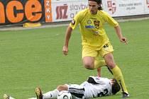 Přestoupí už teď? Je možné, že obránce Ondřej Šourek (ve žlutém) zahájí přípravu opět s Jihlavou. Slavia jeho přestup totiž ještě zdánlivě nedotáhla.