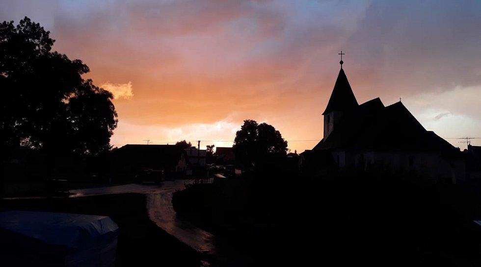 Bouřkové nebe v Růžené.