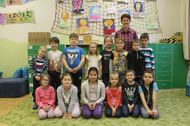 Na fotografii jsou žáci 1.B třídy jihlavské základní školy Havlíčkova. Do této třídy nastoupilo vzáří 18prvňáků. Jejich třídní učitelkou je Monika Zatloukalová. Tuto jihlavskou základní školu navštěvuje ve školním roce 2017/2018348žáků vdevíti roční