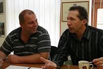 Radek Vovsík (vlevo) odstoupil z postu volebního lídra na jihlavské kandidátce, ODS povede místo něho do říjnových voleb primátor Jaroslav Vymazal.