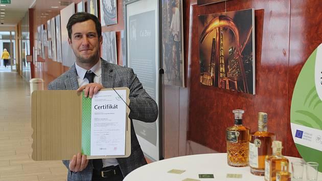 Whisky z Třebíče má nově certifikát Vysočina regionální produkt.