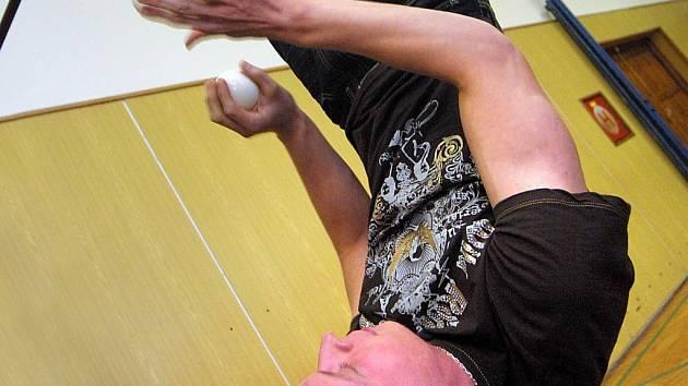 Žonglér Zdeněk Bradáč překonal další, tentokrát světový rekord.