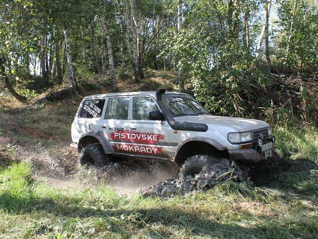 Závody terénních aut se chystají v Jihlavě.