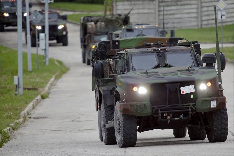 Kolony americké armády dorazily do tábora v Rančířově, odkud budou po odpočinku pokračovat do Břeclavi, a pak do Maďarska na cvičení NATO.