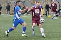 Fotbalisté Antonínova Dolu (v rudých dresech) nestačili na rezervu Ždírce nad Doubravou.