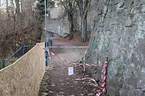 Nebezpečné místo v lesoparku Heulos v Jihlavě.