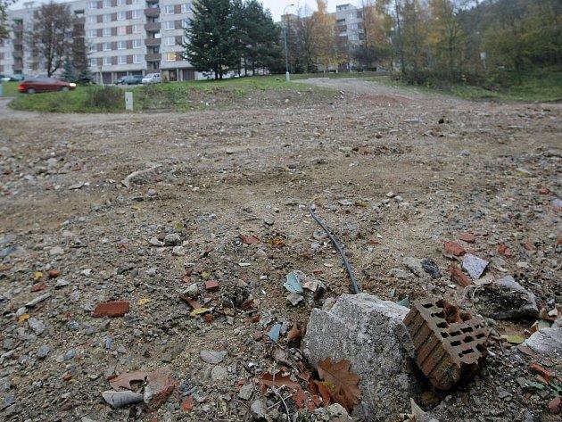 Místo rezidence zatím hlína. Devadesát luxusních bytů vyroste do května 2009 v místě bývalé kotelny.