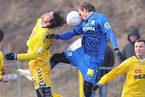 Fotbalisté Jihlavy (ve žlutém) si v přípravě připsali další vítězství.