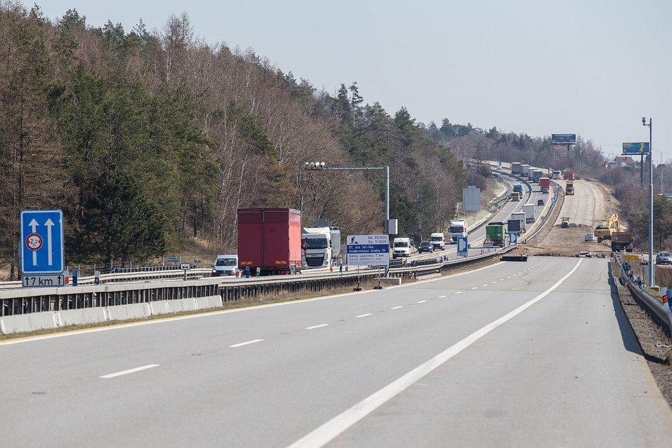 Rekonstrukce dálnice D1 u Velkého Meziříčí dne 24. března 2020.