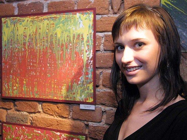 """""""Nevídaná svobodná malba, u které je povoleno vše"""" tak charakterizovali techniku drippingu sami studenti v úvodu své výstavy, jež se nechali inspirovat ve své tvorbě."""