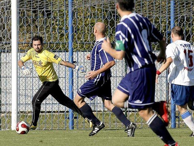 Brankář Karel Neuman by rád se Starou Říší postoupil do divize. Tým plný exligových fotbalistů nemá podle něj v krajském přeboru co pohledávat.