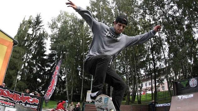 Pro vyznavače skateboardingu je prkno samozřejmostí.