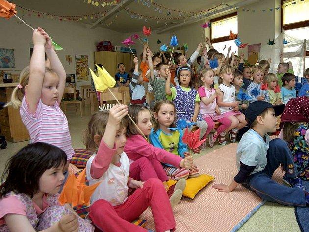 Děti během představení.