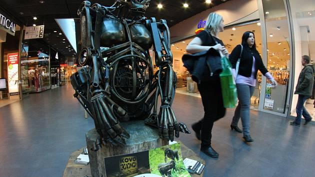 Mezi exponáty, které jsou nyní v Jihlavě k vidění, je i gorila Minerva, jejímž autorem je Petr Hanáček.