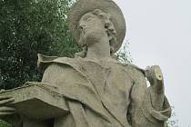 Takto byly poničené barokní sochy loni v létě.