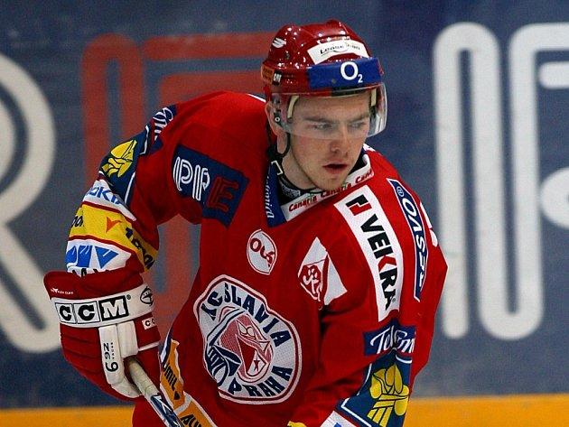 Hokejový útočník Jakub Sklenář zatím odehrál v barvách Slavie tři extraligové zápasy.