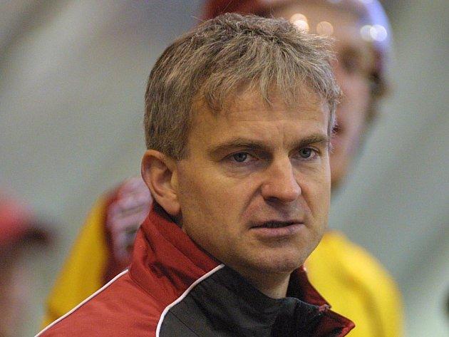 Sportovní manažer Dukly Petr Kaňkovský se v letošní sezoně krátce ujal i uvolněného postu hlavního kouče. Teď  hodlá klub – stejně jako jednatel Jan Zachrla – opustit.