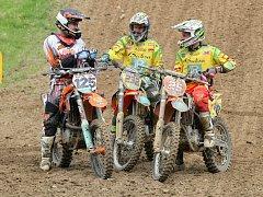 Favorité. Těmi budou letos ve třídě MX1 opět jezdci z týmu Buksa/Ados Martin Michek (uprostřed) a Florent Richier. Francouz však bude podle posledních zpráv v Pacově chybět.