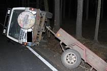Havarované auto bez řidiče nalezli policisté na silnici mezi Dobronínem a Štokami na Jihlavsku.