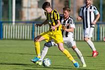Také po osmém kole zůstávají fotbalisté Bedřichova (ve žlutém) na posledním místě tabulky přeboru. V sobotu doma podlehli Přibyslavi 2:4.